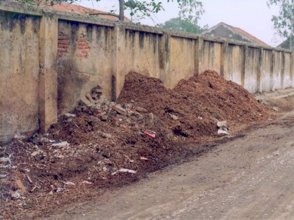 Waste disposal on the main road