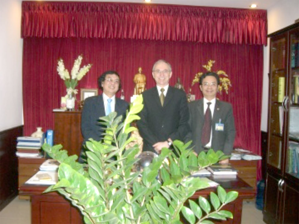 Prof. Nam (NEU), Prof. Rudolph (IEEM) and Prof. Cuong (NEU) after signing the co-operation agreement for the Water Doctoral Network in March 2011